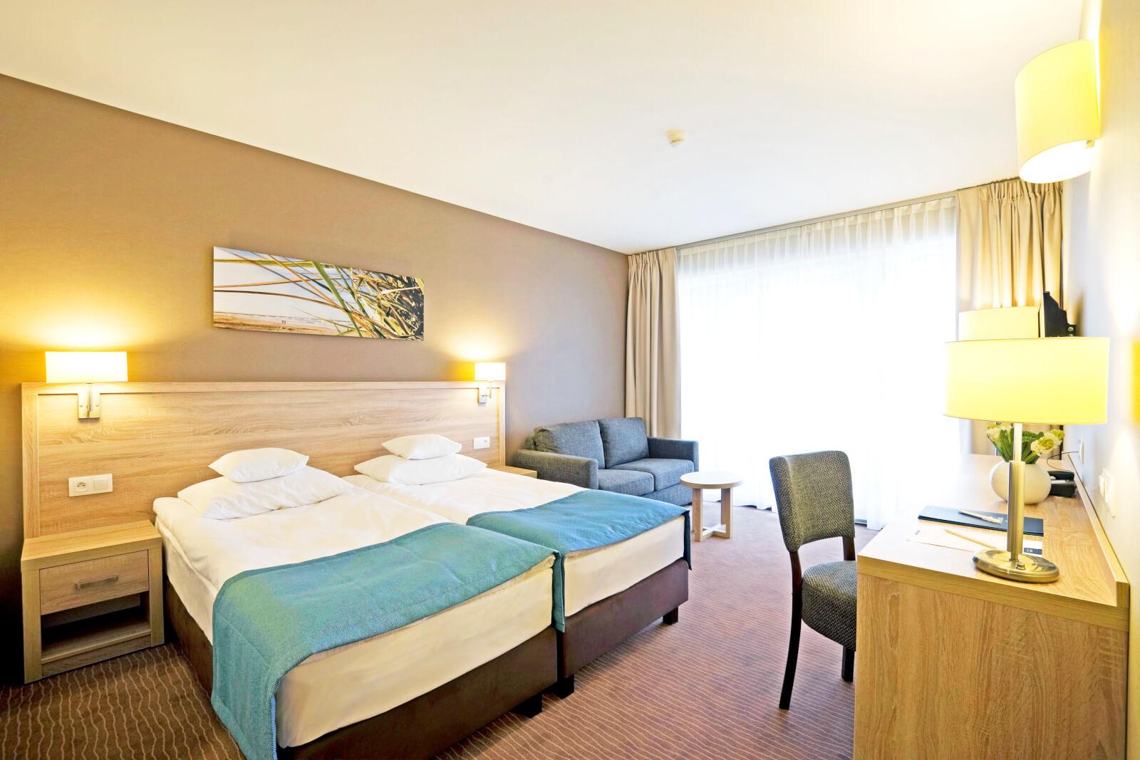 Pokój standard z balkonem w hotelu Tristan nad morzem