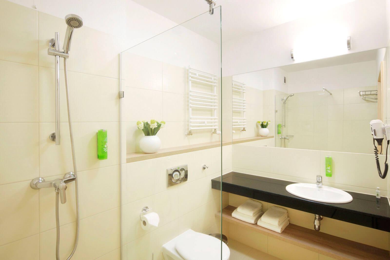 Łazienka w hotelu Tristan w Kątach Rybackich