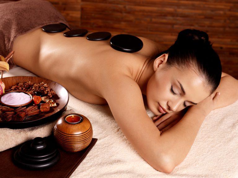 masaż gorączymi kamieniami w hotelu spa nad morzem